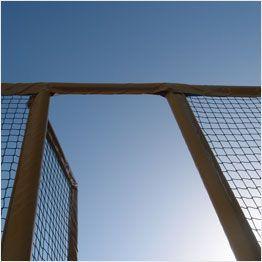 Fangnetz und Tür einer Trampolin-Anlage