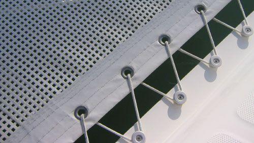 Anbauanleitung für Doppelrumpfboot Trampoline