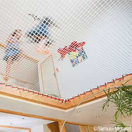 Wohnnetz mit farbigem Spannseil