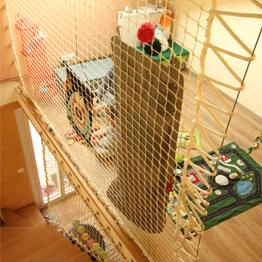 Sicherheitsnetz als Treppengeländer für Kinderspielzimmer